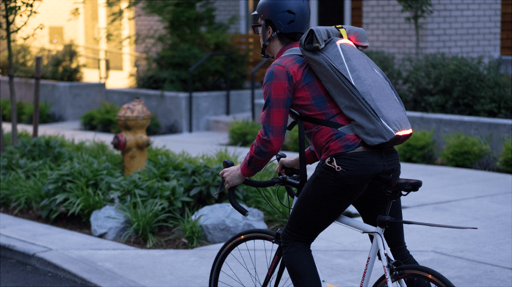 15 Fresh Lifestyle Gear + Bags for Design Nerds in 2015