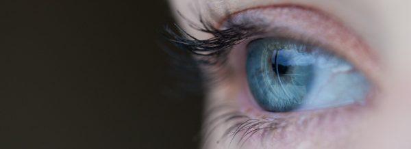 zoom in blue eye